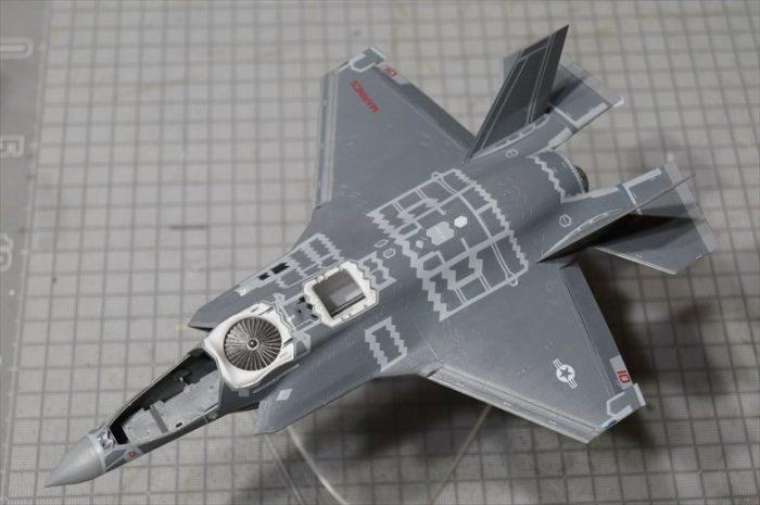 ハセガワ F35b 組み立ての様子