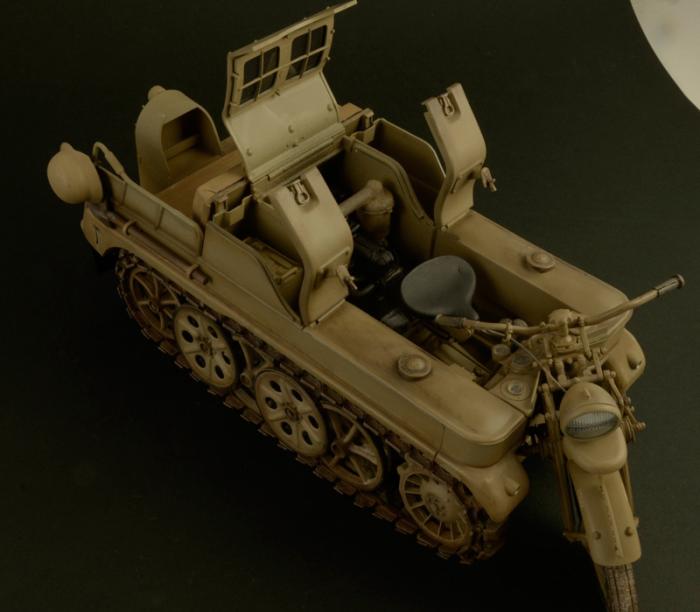 1/9 WW.II ドイツ軍 ケッテンクラート 各所のハッチが開きます